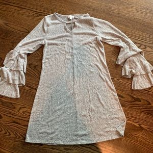 Cozy gray flounce sleeve dress. ⭐️NWOT⭐️. SMALL.